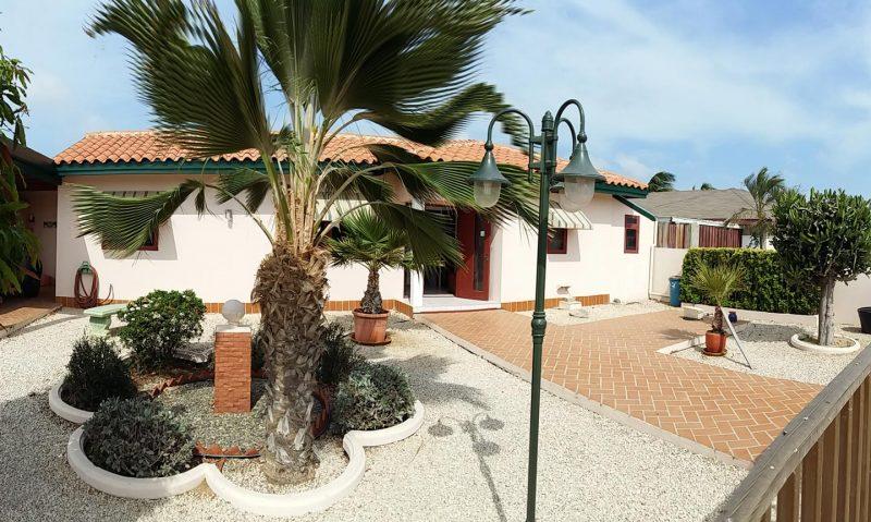 Voortuin - Vakantiehuis Aruba